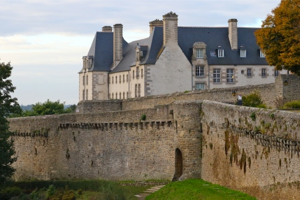 Dinan's walls; click on any photot for zoom